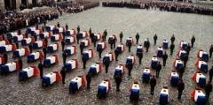 ceremonie-dans-la-cour-d-honneur-des-invalides-en-l-honneur_710532_667x333.jpg